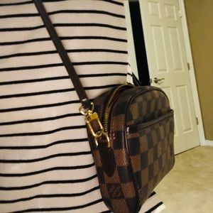 Authenticity Louis Vuitton Damier  crossbody bag